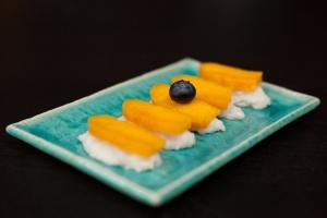 Mango Dessert Sushi